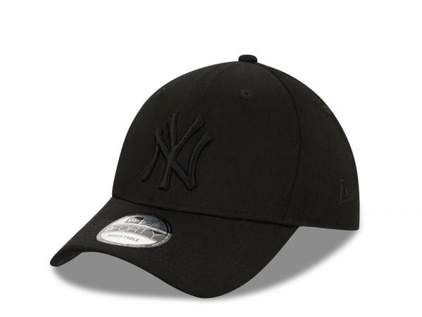 New Era New York Yankees All Black 9Forty Snapback Cap